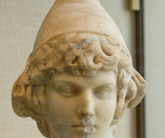Bonetă frigiană, bust din secolul II e.n.