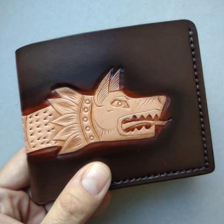 detaliu portofel lup dacic